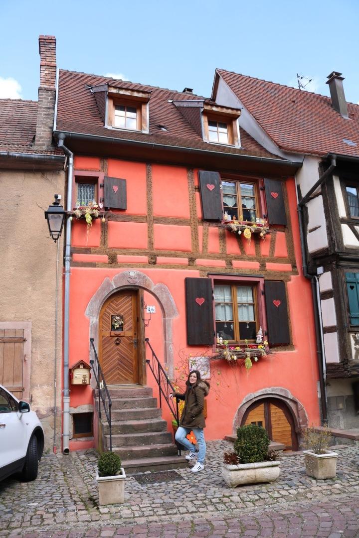 casa-rosa-corazones-kayserberg-alsacia
