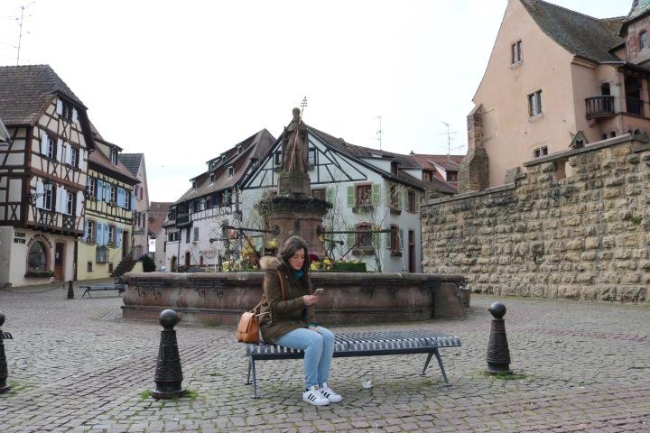 plaza-del-pueblo-en-eguisheim-alsacia
