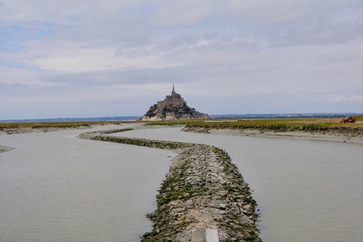 mont-saint-michel-rodeado-de-agua